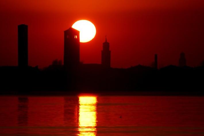 Campanile_tramonto_rosso