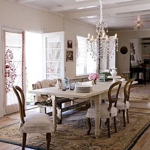 Sala da pranzo arredata Shabby, accogliente e luminosa
