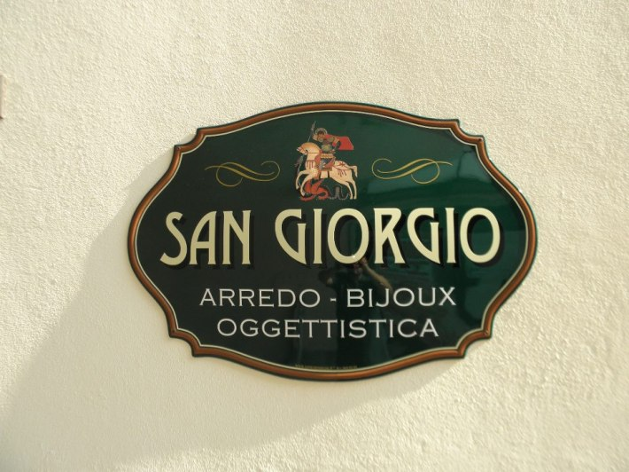 San Giorgio: Il nome del negozio