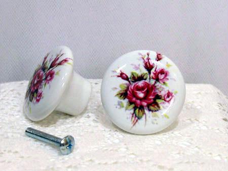Pomello bianco effetto screpolato con roselline dipinte a mano