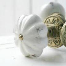 Pomello in ceramica bianca effetto invecchiato